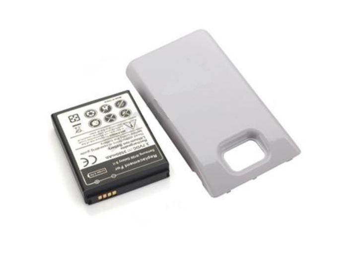 Внешний вид усиленного аккумулятора повышенной ёмкости вместе с белой крышкой для Samsung Galaxy S2 (S II) I9100